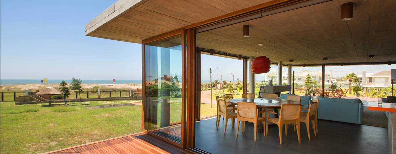 Balcones y terrazas de estilo moderno de Stemmer Rodrigues Moderno