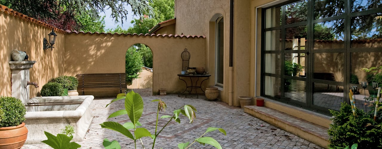 Balcones y terrazas de estilo mediterráneo de Pierre Bernard Création Mediterráneo