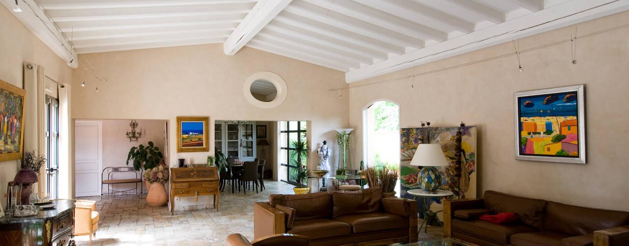 Ruang Keluarga by Pierre Bernard Création