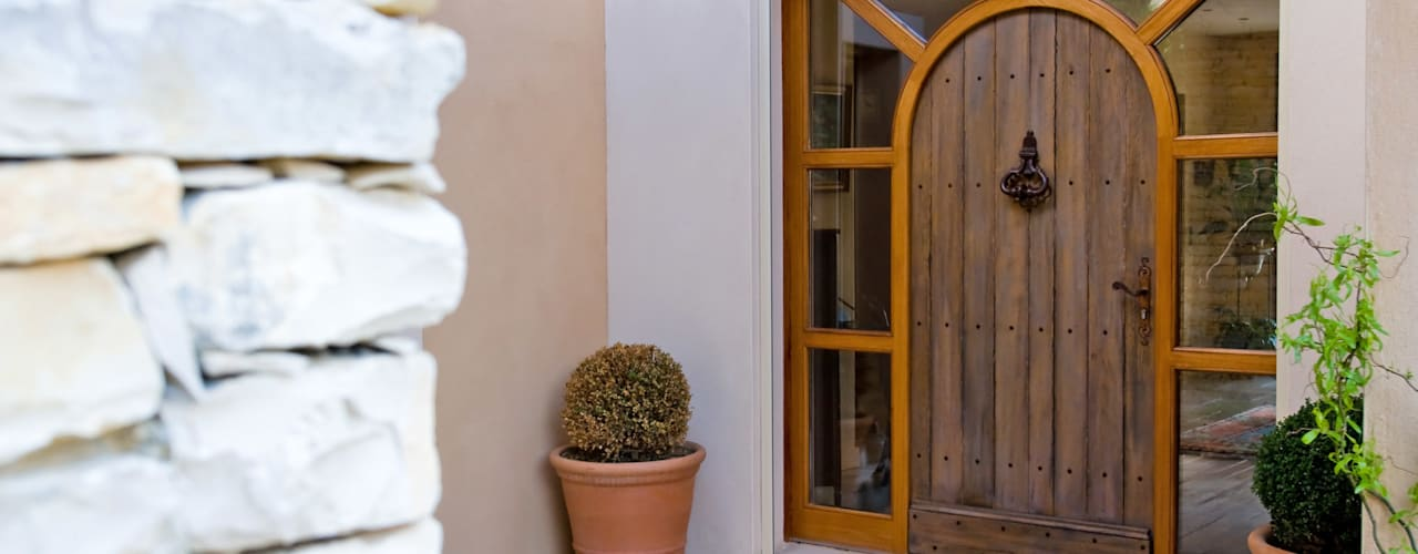 Puertas de madera de estilo  por Pierre Bernard Création