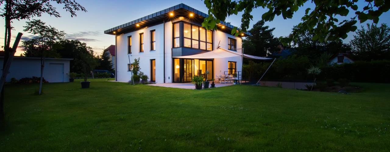 Case moderne di Atelier Fürtner-Tonn Moderno