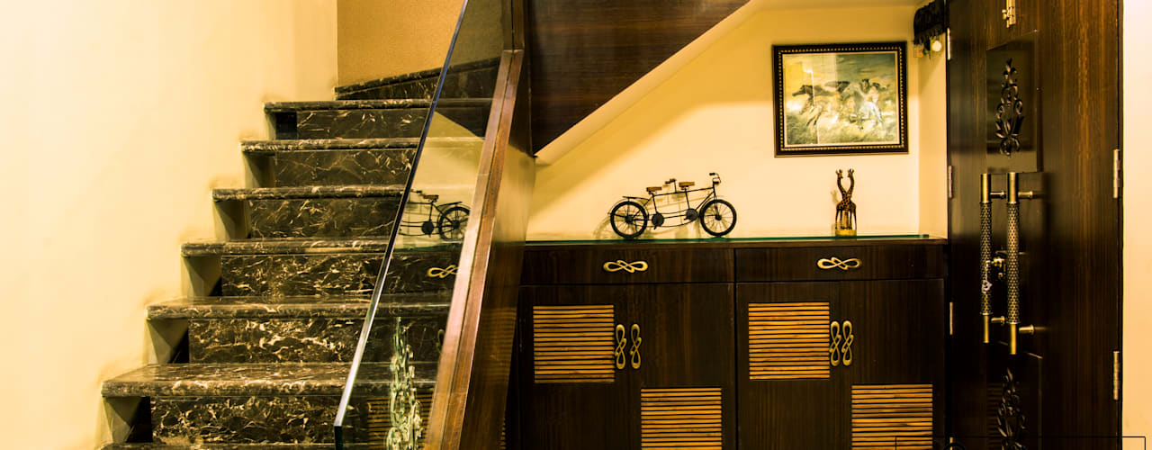 Modern corridor, hallway & stairs by ESHA GARG : Interior Designer Modern