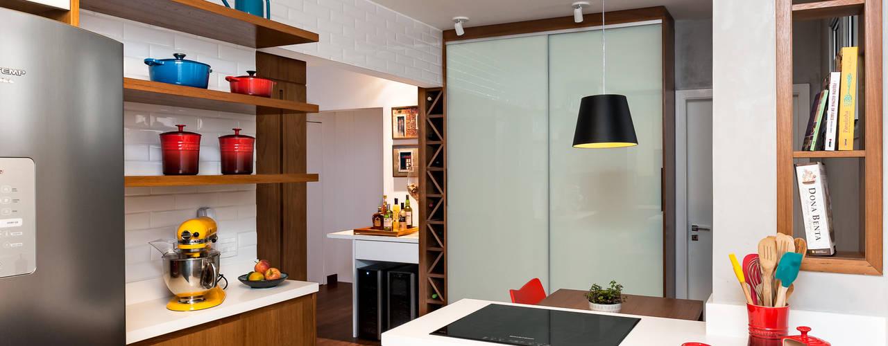 Projeto Apartamento Jardins MBD: Cozinhas  por Ambienta Arquitetura