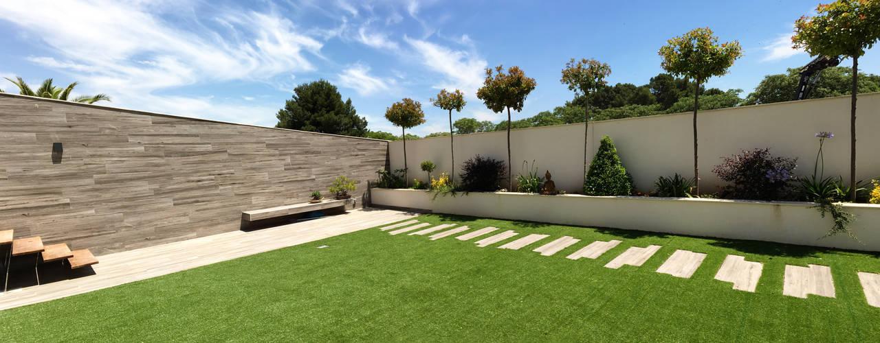 Jardines de estilo  por arqubo arquitectos