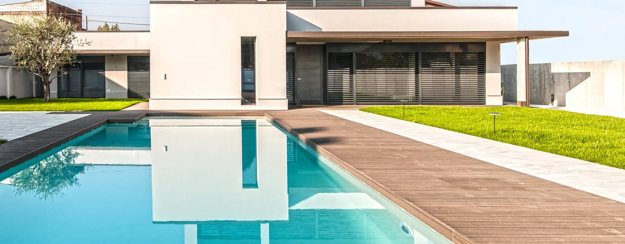 Progettazione e realizzazione villa moderna Case moderne di Arch. Paolo Bussi Moderno