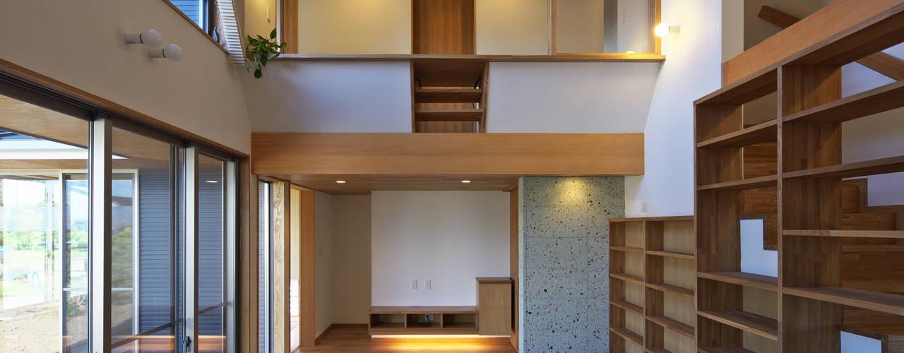 かんばら設計室 Eclectic style living room Stone