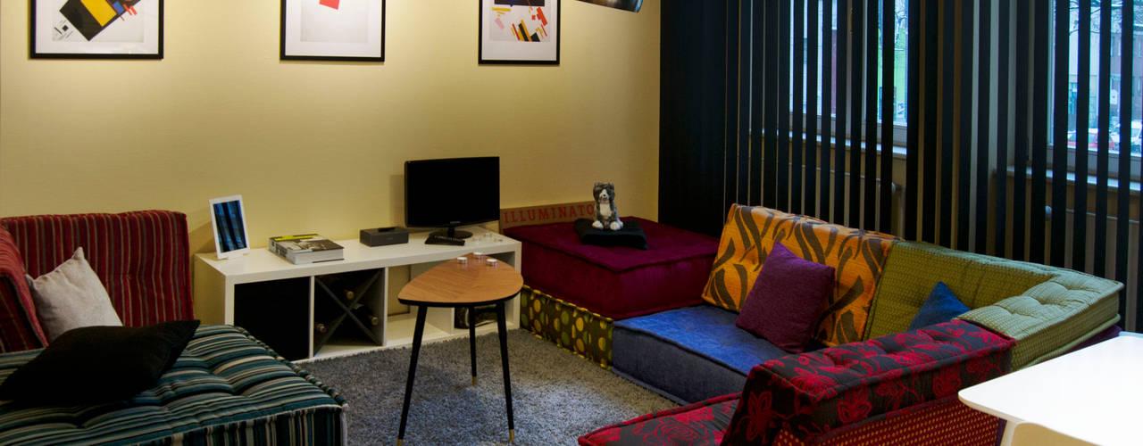 Decoración interior de vivienda en Berlín Salon moderne par garcia navalon arquitecto Moderne