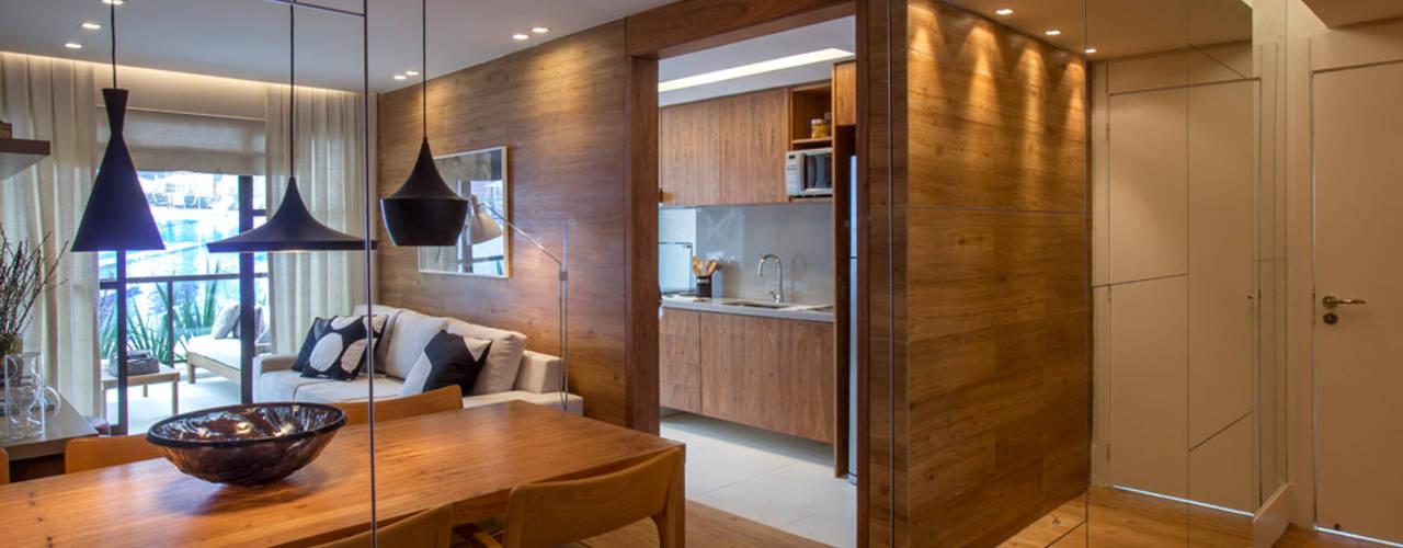 Apartamento decorado RJZ - Moderne eetkamers van Gisele Taranto Arquitetura Modern