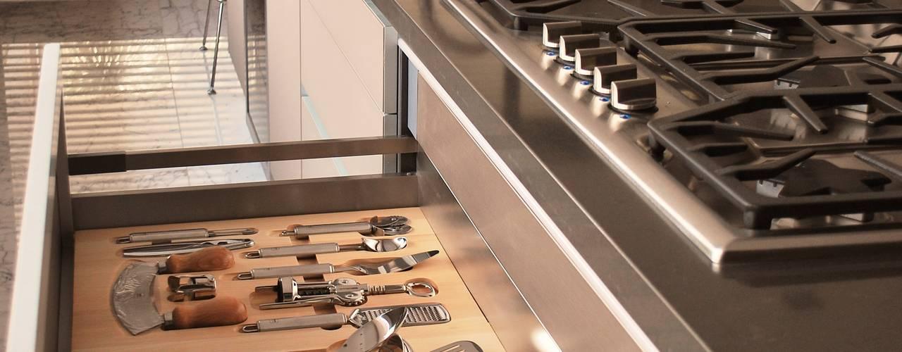 ACCESORIOS GOURMET ESSETRE: Cocinas de estilo moderno por ARTE CUCINE/ PEDINI SAN ANGEL