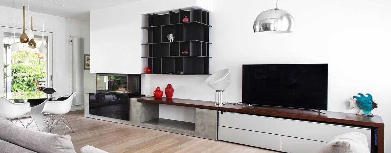 Livings de estilo minimalista por EXiT architetti associati
