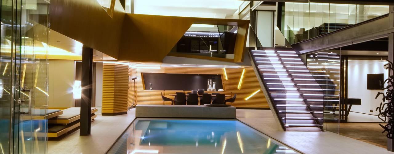 Concrete House Piscinas de estilo moderno de Nico Van Der Meulen Architects Moderno