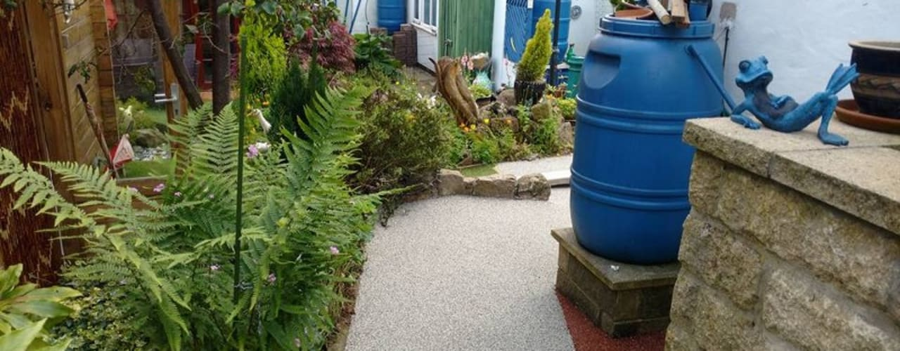 Resin bound paving installed over a concrete path creating more attractive surface.:  Garden by Permeable Paving Solutions UK