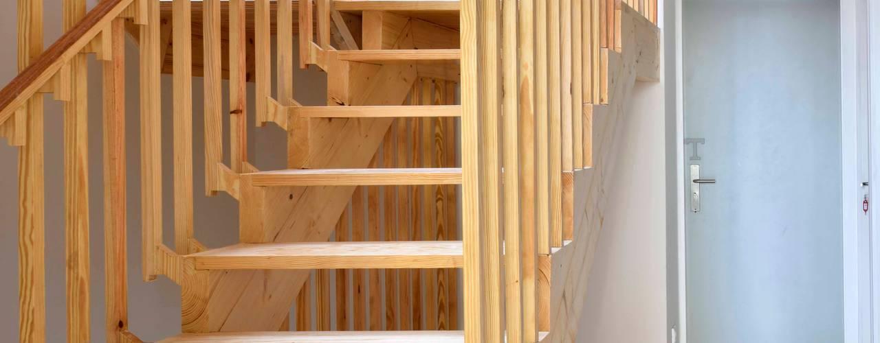 Pasillos, vestíbulos y escaleras de estilo moderno de Alessandro Pepe Arquitecto Moderno