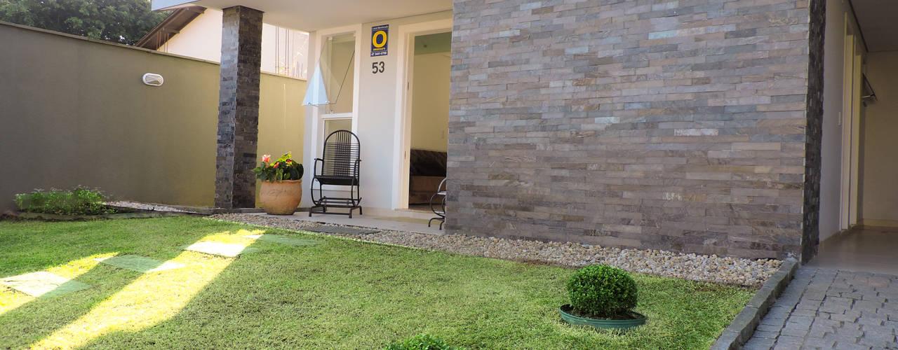 Jardines modernos de Cecyn Arquitetura + Design Moderno