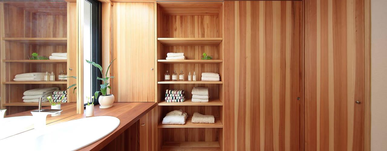 四季の住まい株式会社 Eclectic style bathroom Solid Wood Wood effect