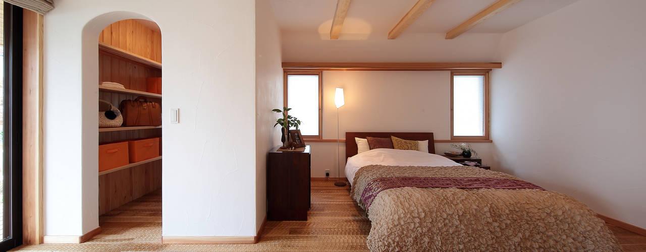 Eclectic style bedroom by 四季の住まい株式会社 Eclectic