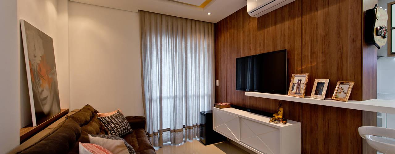 Salas / recibidores de estilo industrial por Mendonça Pinheiro Interiores