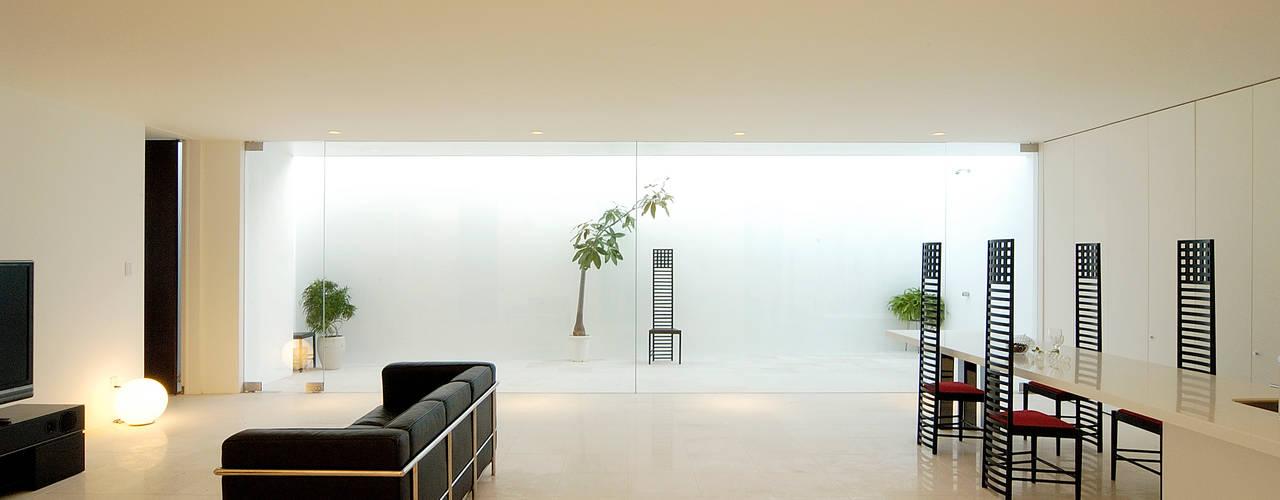 門一級建築士事務所 ห้องนั่งเล่น หินอ่อน White