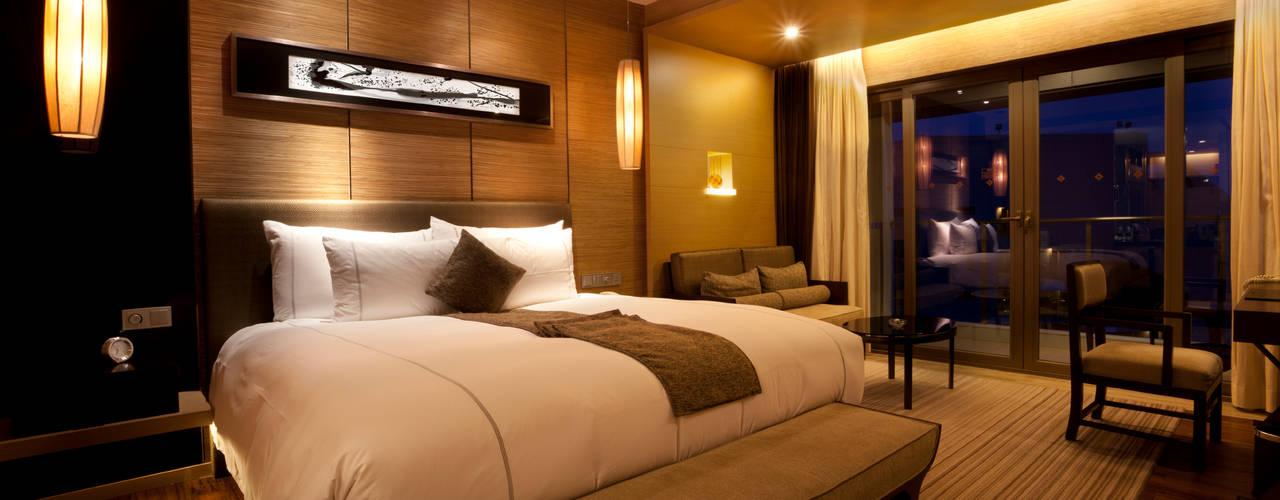 Bedrooms Cuartos de estilo moderno de Gracious Luxury Interiors Moderno