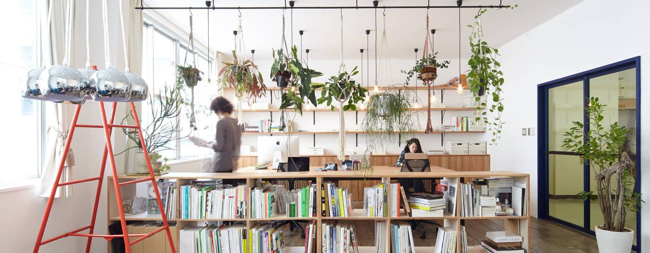 CHI CHI OFFICE: 一級建築士事務所 こよりが手掛けた書斎です。