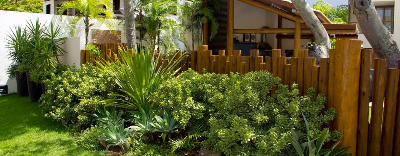 Tropischer Garten von Tânia Póvoa Arquitetura e Decoração Tropisch