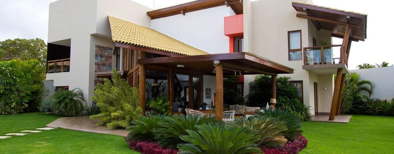 Garden by Tânia Póvoa Arquitetura e Decoração, Tropical