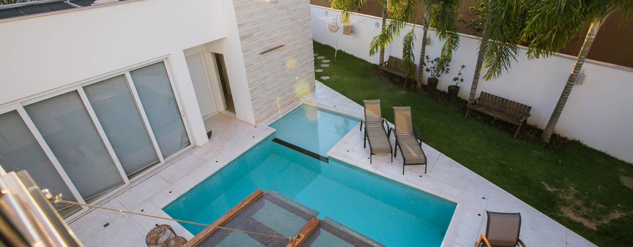 Modern pool by KAMPAI ARQUITETURA Modern
