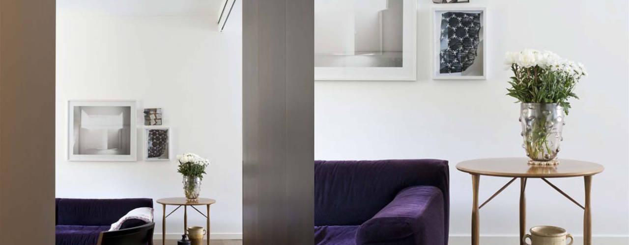 Apartment - Via Crespi - Milano: Soggiorno in stile  di Fabio Azzolina Architetto