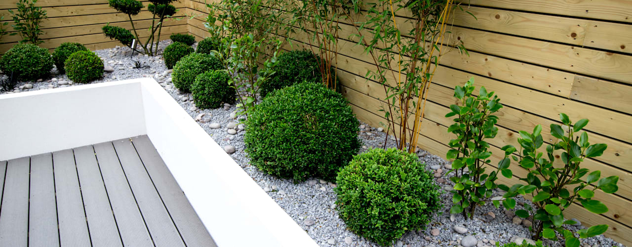 Small, low maintenance garden:  Garden by Yorkshire Gardens,