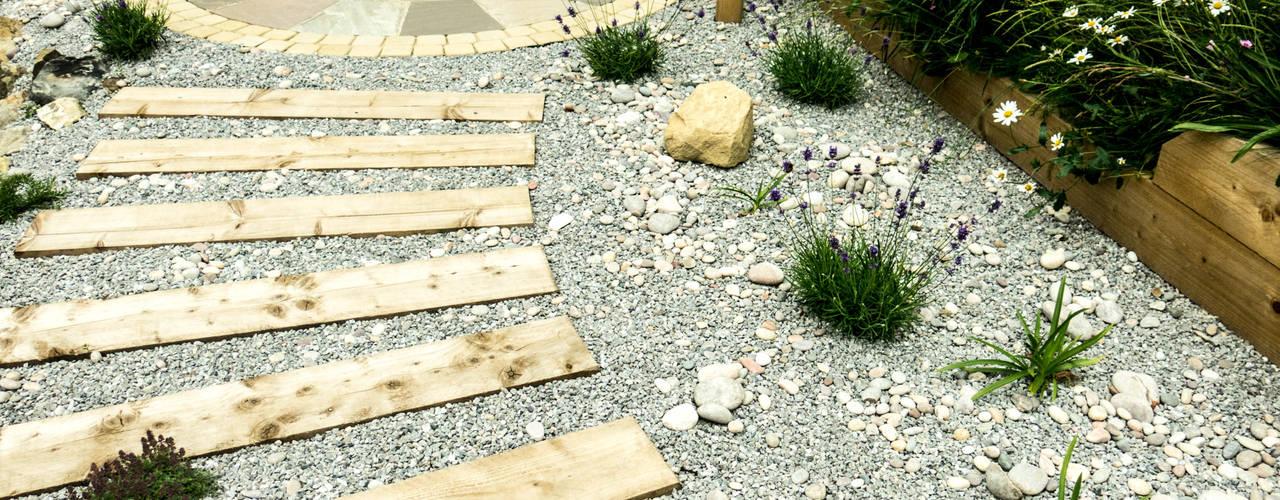 Modern Garden with a rustic twist โดย Yorkshire Gardens โมเดิร์น