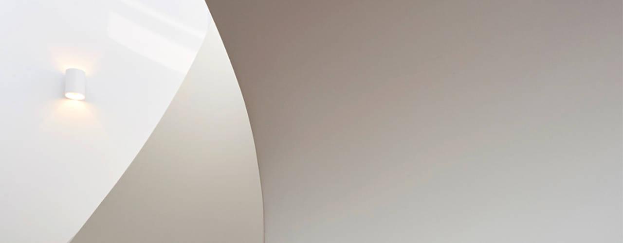 NOTTING HILL Landmass London Pasillos, vestíbulos y escaleras de estilo moderno