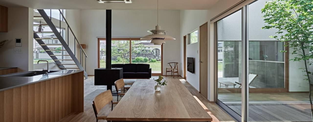 ホワイエのある家 モダンデザインの ダイニング の toki Architect design office モダン