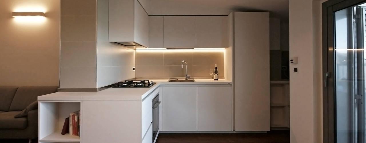 Casa sul lungomare Cucina moderna di Luca Mancini | Architetto Moderno