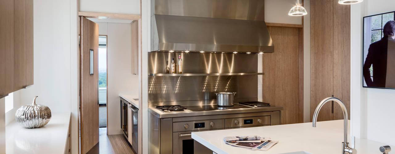 Cucina moderna di Lilian H. Weinreich Architects Moderno