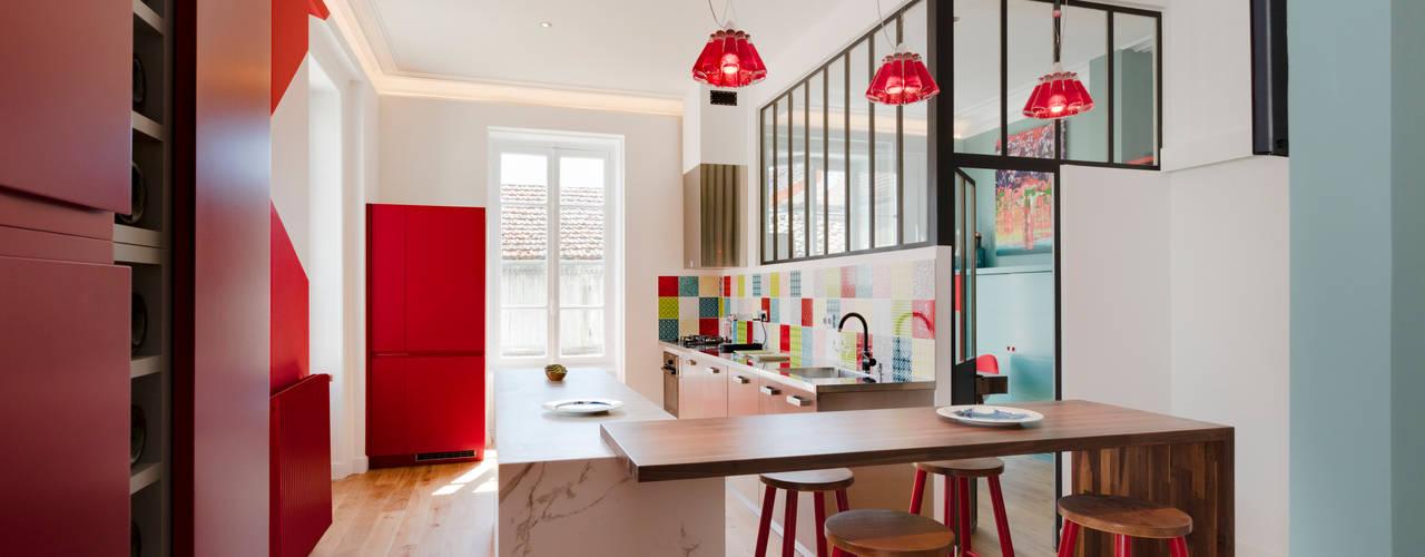 Cocinas modernas de Agence d'architecture intérieure Laurence Faure Moderno
