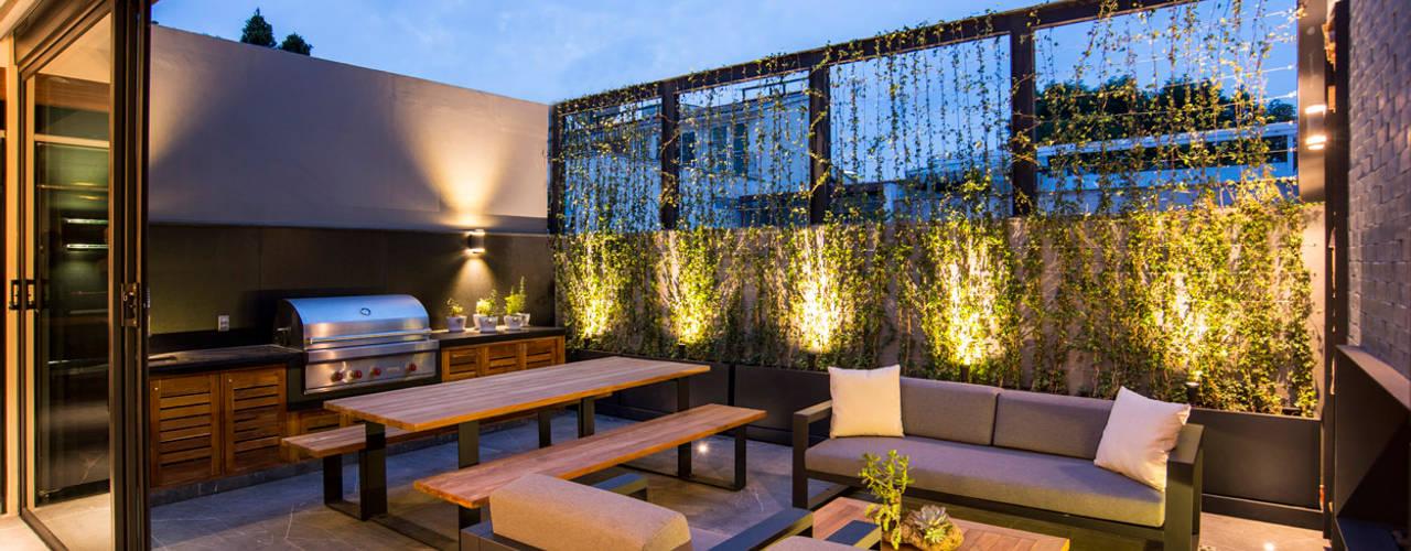 Balcones y terrazas de estilo moderno de Sobrado + Ugalde Arquitectos Moderno
