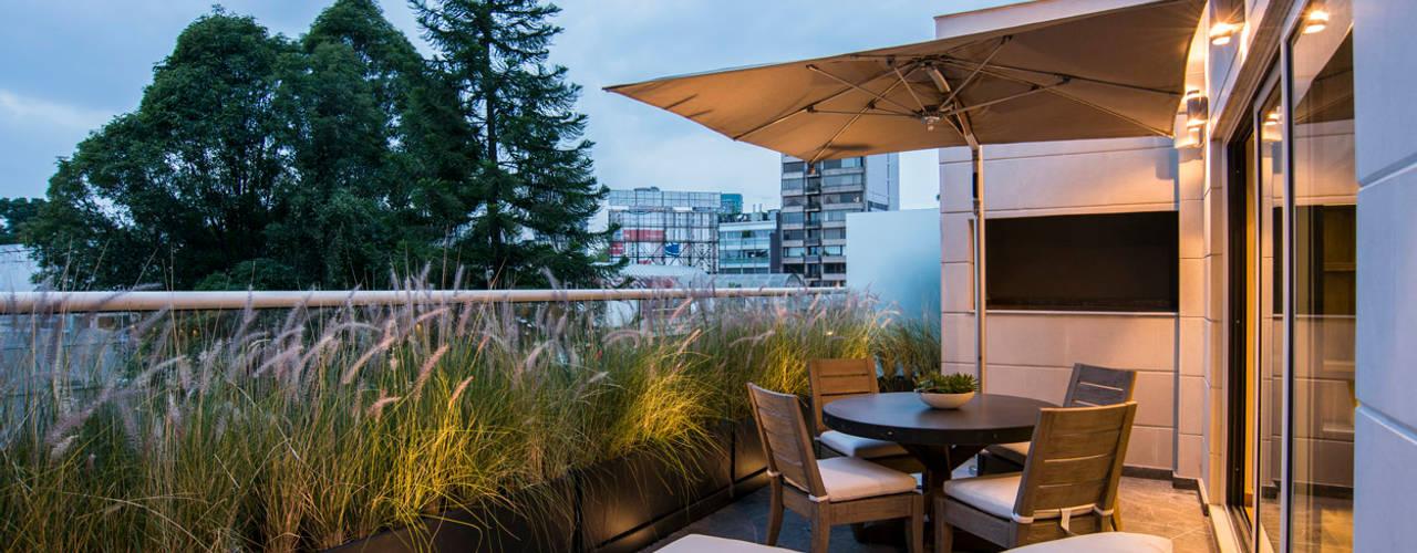 Terrazas de estilo  por Sobrado + Ugalde Arquitectos,