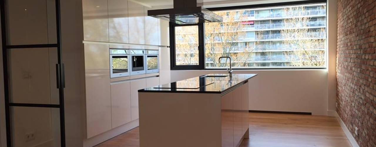 PRJCT #Sandy: moderne Keuken door Victona