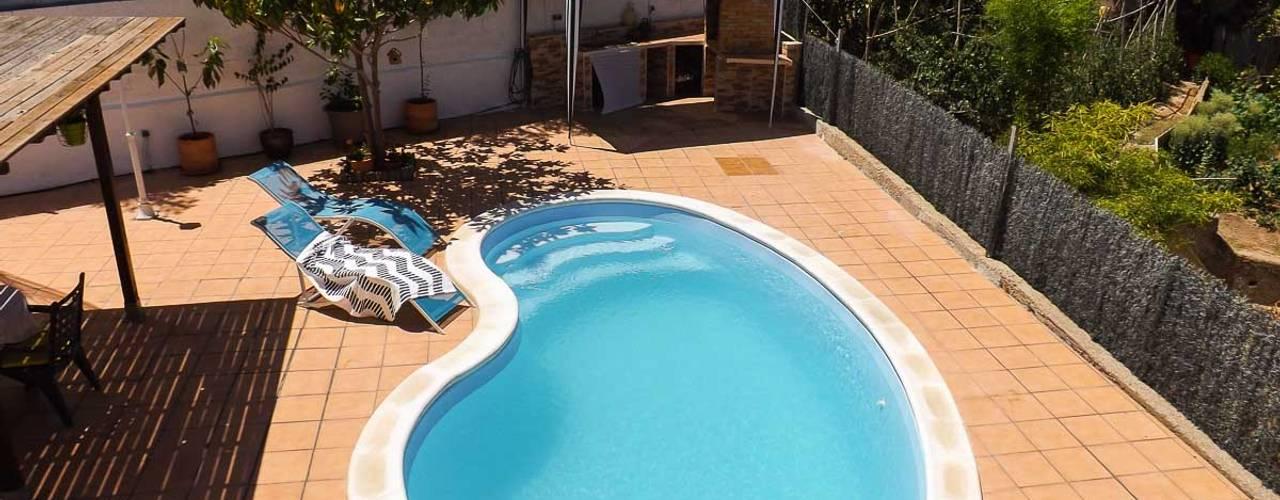 Piscine méditerranéenne par custom casa home staging Méditerranéen