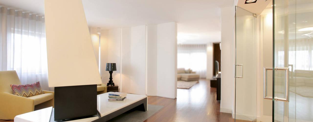 Remodelação T5 Picoas: Salas de estar  por BL Design Arquitectura e Interiores