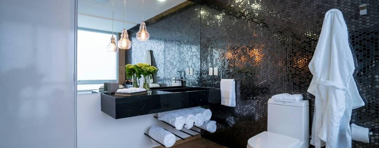 Modern bathroom by HO arquitectura de interiores Modern