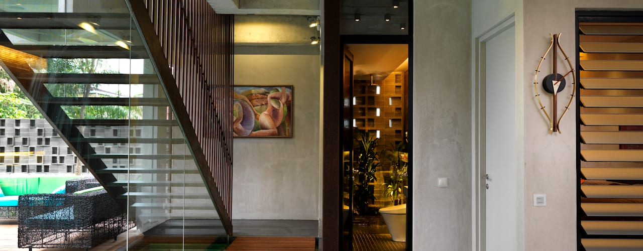 Kampung Tunku House - Sustainable & Budget Friendly Design MJ Kanny Architect Modern corridor, hallway & stairs