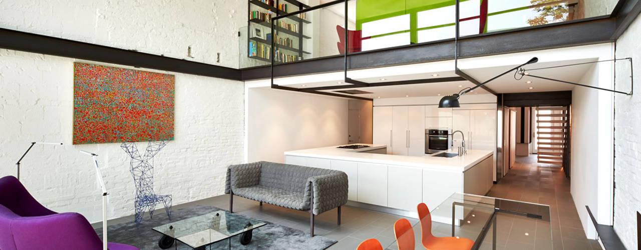 Ruang Keluarga Modern Oleh KUBE Architecture Modern