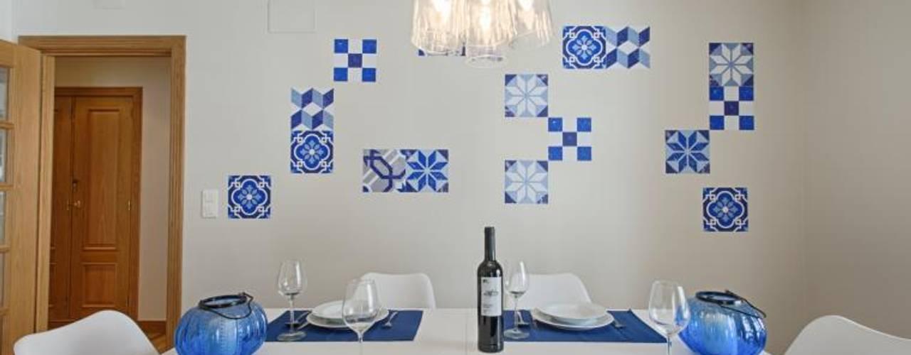 APARTAMENTO TURÍSTICO ARROIOS - LISBOA: Salas de jantar  por EU INTERIORES