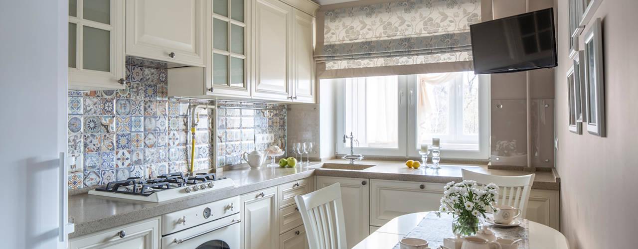 Квартира на Таганке Кухня в классическом стиле от Дизайн студия 'Декотренд' Классический