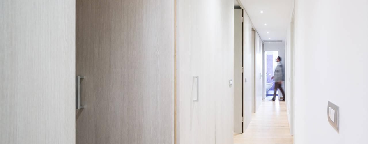 Nowoczesne ściany i podłogi od 23bassi studio di architettura Nowoczesny