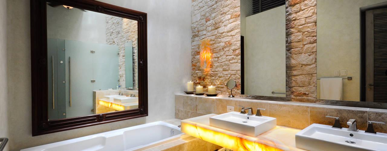 Baños de estilo  por Ancona + Ancona Arquitectos