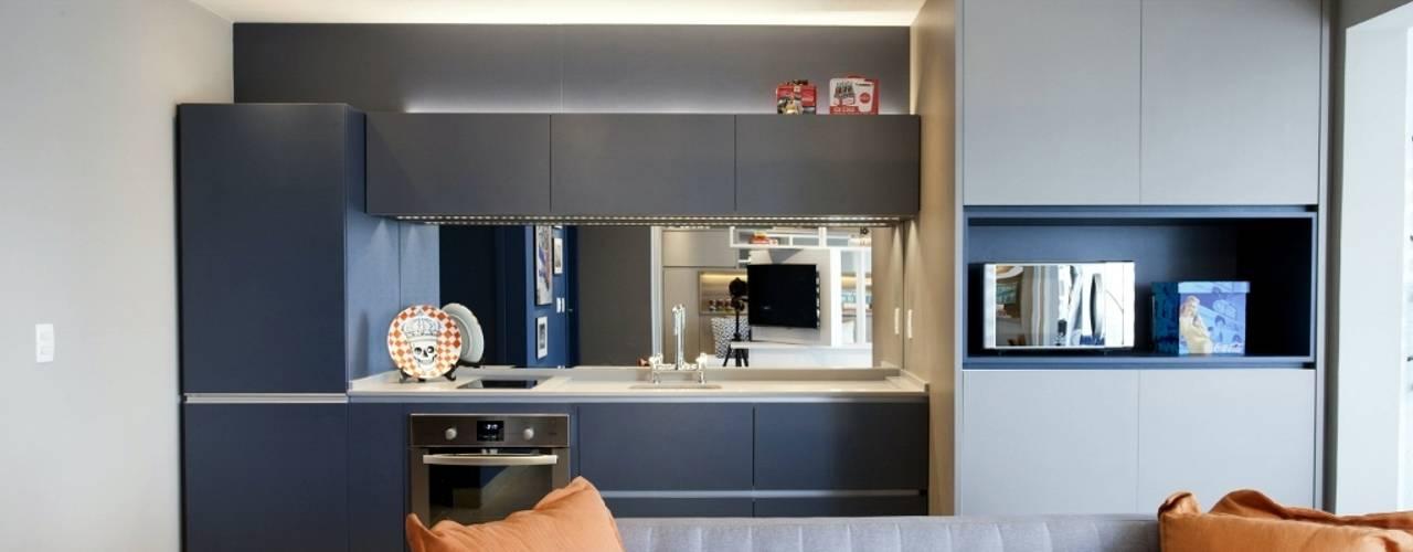 Cozinha compacta e organizada: Cozinhas escandinavas por Aonze Arquitetura