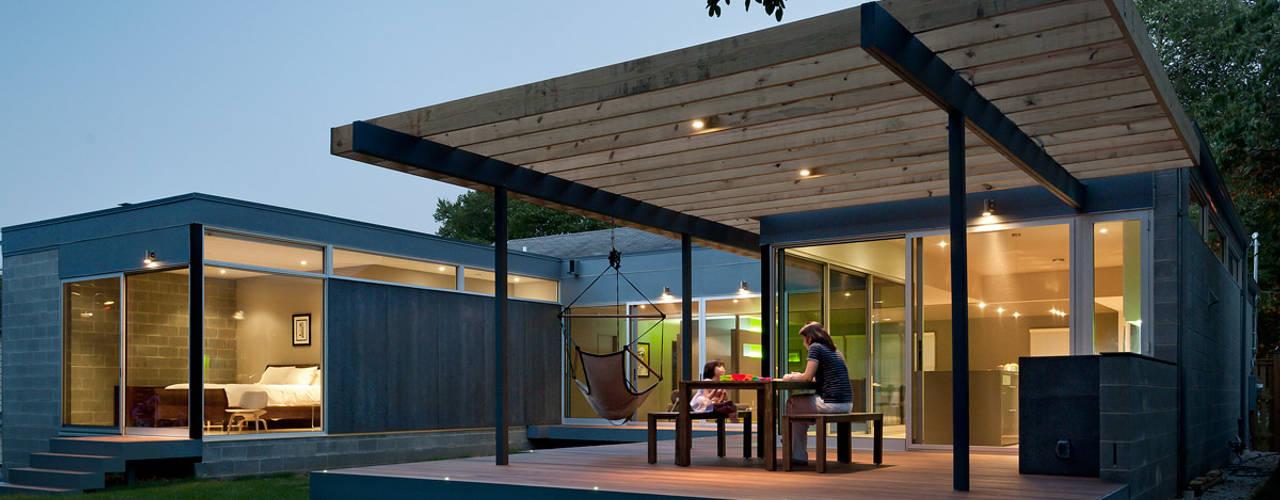 モダンな 家 の KUBE Architecture モダン