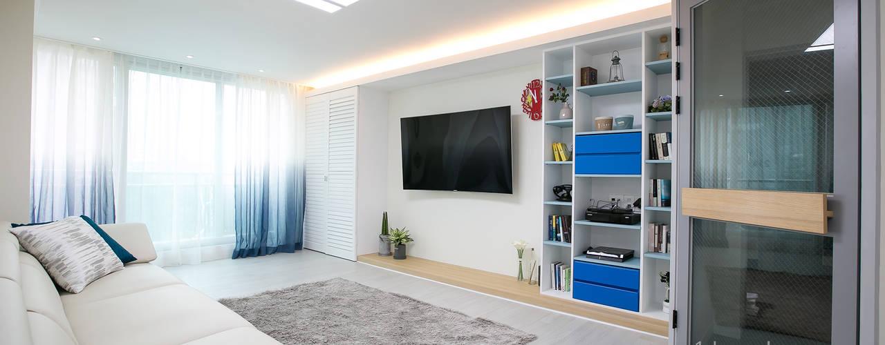 가족들에게 꼭 맞춰진 아이템들로 채워진 새집같은 우리집 리모델링  : 퍼스트애비뉴의  거실